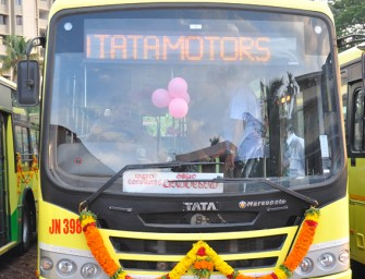 Oommen Chandy, Honourable Chief Minister of Kerala flags-off 10 TATA MARCOPOLO BUSES from Ernakulam today