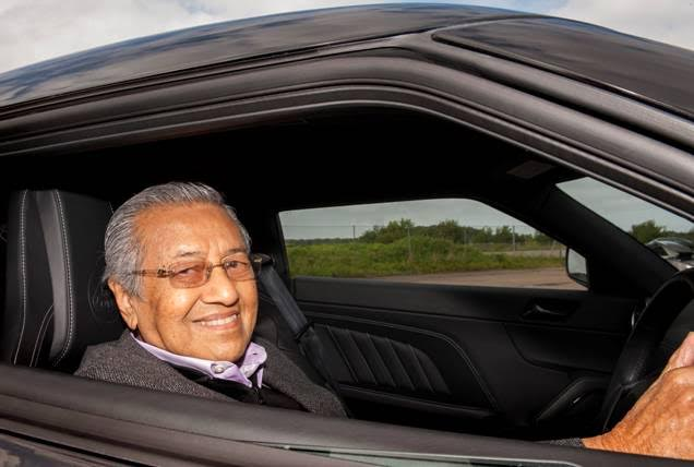To finish off his visit, Tun Dr. Mahathir drove the Lotus Evora 400 on the Lotus Test Track where he was impressed with the capabilities of the latest sports car from Hethel, complimenting its performance and experiencing for himself the pure driving experience and benchmark handling that has been praised by the world's automotive press.
